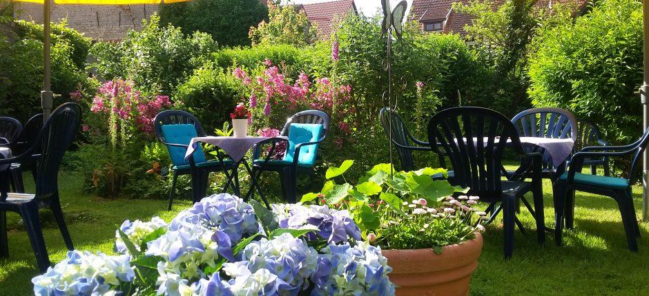 Romantisches Gartencafe